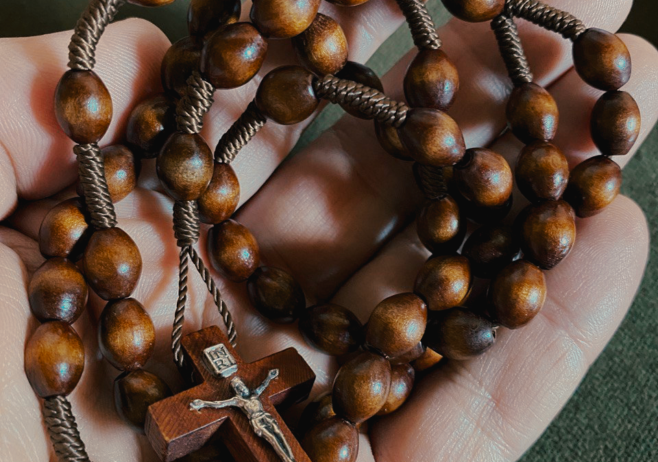 THE HOLY ROSARY IN LATIN